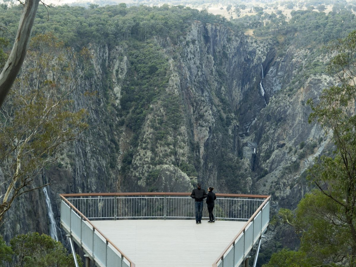 Two people at the Wollomombi Falls and Chandler Falls lookout