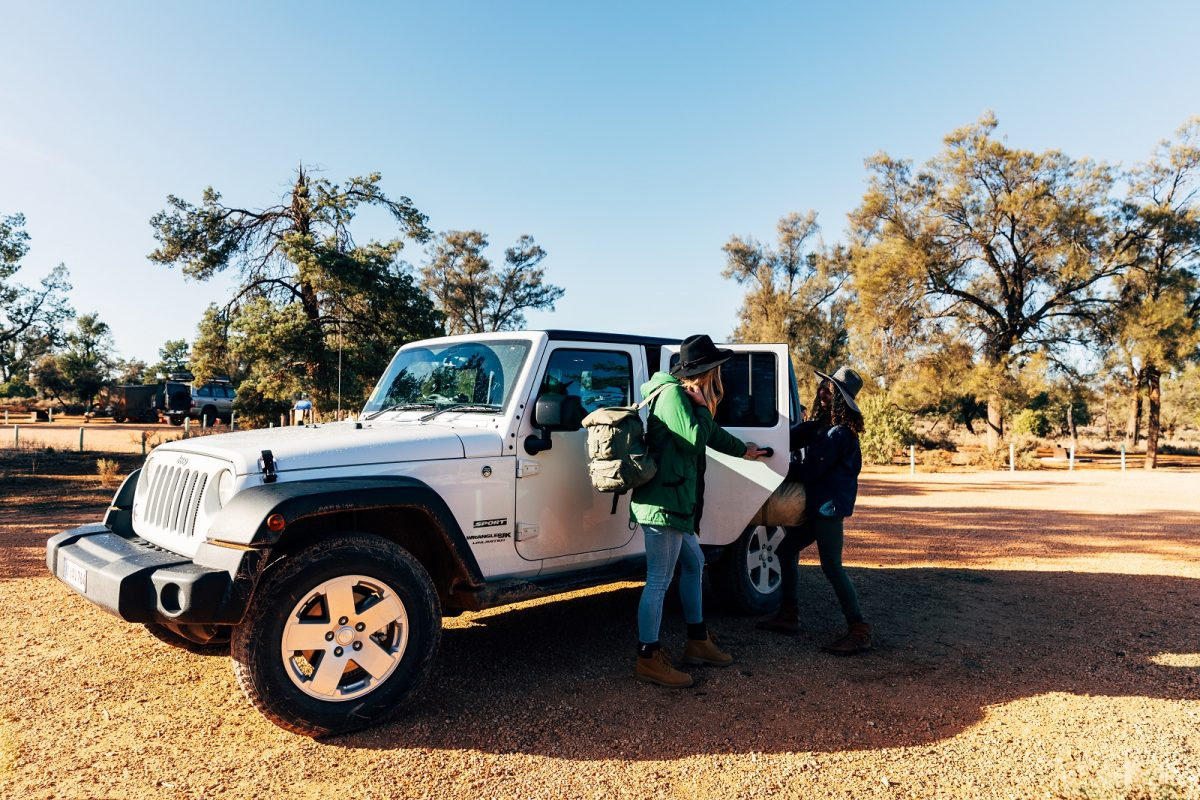 2 females unloading the car at Main Camp Mungo National Park